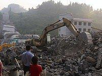 Další pád mostu. V Číně zemřelo nejmíň 22 osob.
