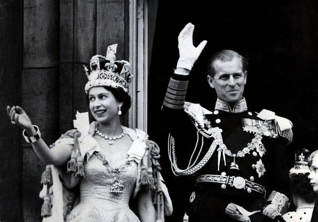Královna Alžběta a princ Philip, vévoda z Edinburghu po korunovaci v roce 1953