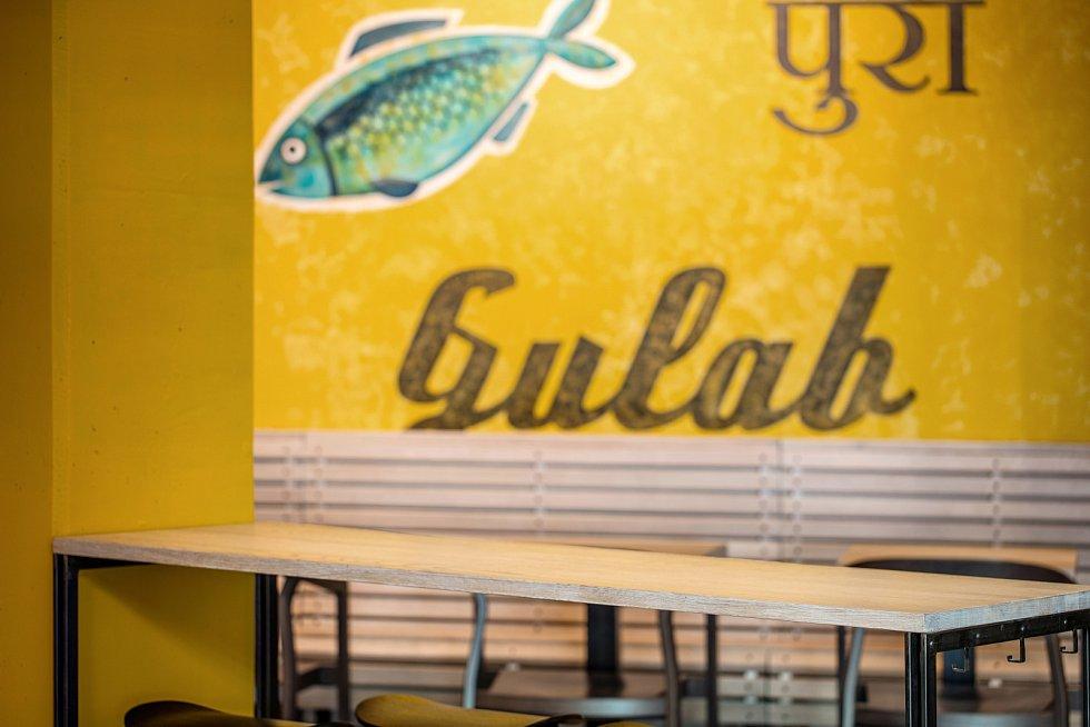 Interiér pražské restaurace Bombay Express v OC Chodov.