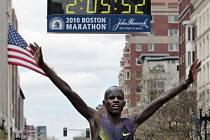 Keňský vytrvalec Robert Cheruiyot vyhrál maraton v Bostonu v traťovém rekordu.