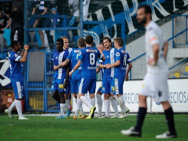 Fotbalisté Liberce se radují z gólu proti Slovácku.