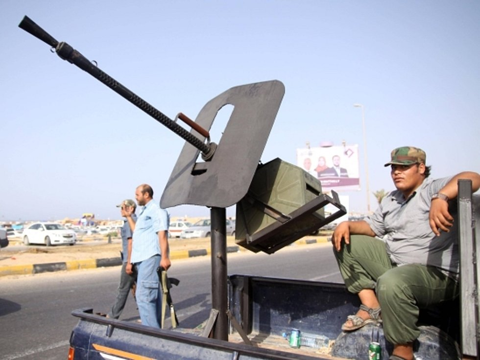 Volby po více než čtyřech desítkách let režimu Muammara Kaddáfího provází obavy z násilností i napětí mezi východem Libye a zbytkem země.