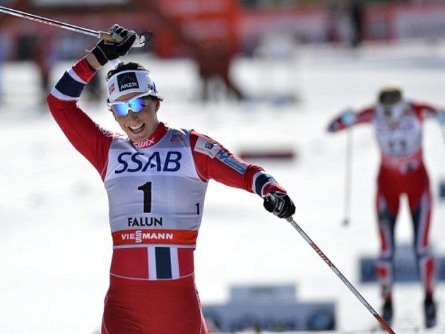 Marit Björgenová si doběhla ve finále SP pro triumf i v klasické desítce.