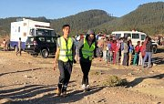 Záchranáři prohledávají trosky zříceného Boeingu Ethiopian Airlines.