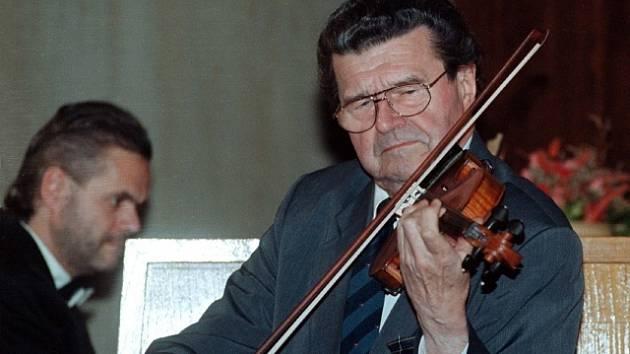 Houslový virtuos a hudební pedagog prof.Václav Snítil.