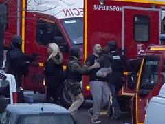 Jeden z mužů v pařížském košer obchodě, který se stal v pátek dějištěm teroristického útoku, se i se svým tříletým synem na pět hodin schoval do lednice, aby útok přežili. Propuštění rukojmí. Ilustrační foto.