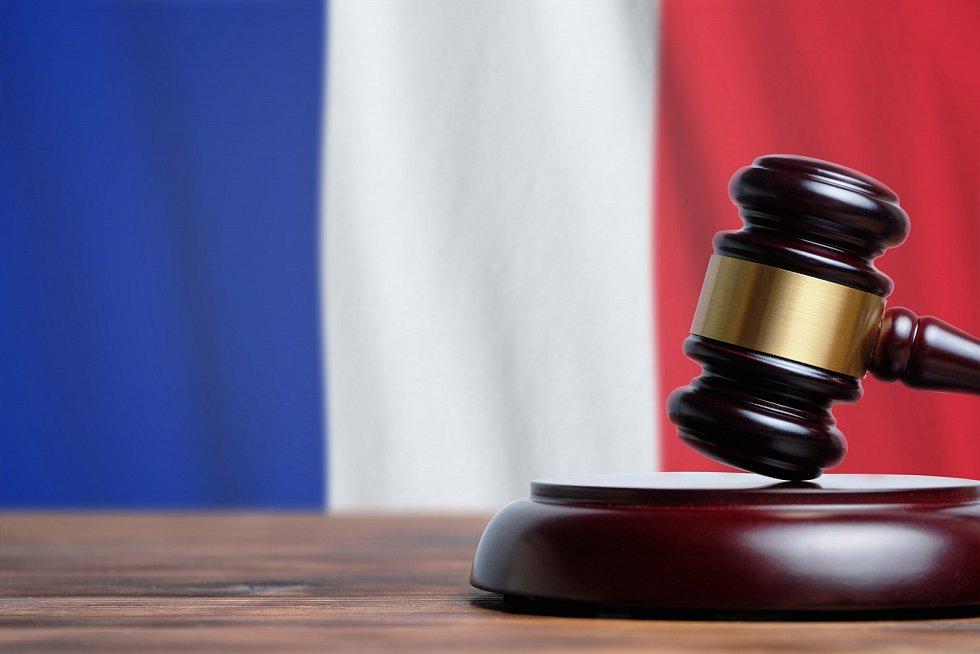 První trest za rasistické chování na hřišti vyřkl soud ve Francii v roce 2009. Maxence Cavalcante dostal čtyřměsíční podmínku.