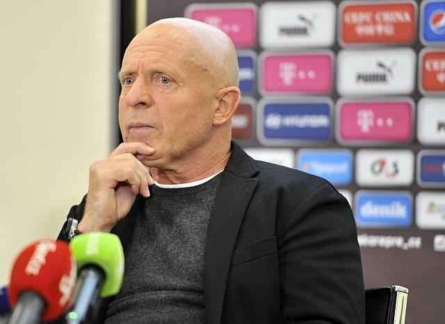 Karel Jarolím přemýšlí nad nominací na přípravná listopadová utkání s Islandem a Katarem.