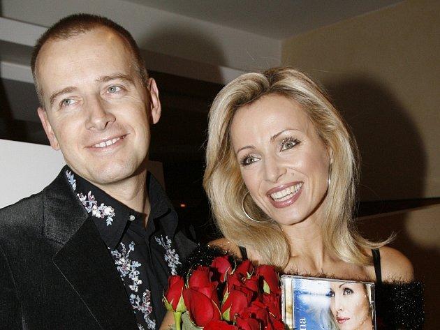 Milionář Boris Kollár se rád točí kolem krásných žen, má za sebou i vztah s českou herečkou Kateřinou Brožovou (oba na snímku). Jiná jeho bývalá přítelkyně je na kandidátce jeho hnutí.