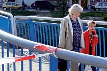 OBA SMĚRY. Modrý most byl nedávno otevřen pro jeden jízdní směr. Nyní má být možná jízda v obou směrech.