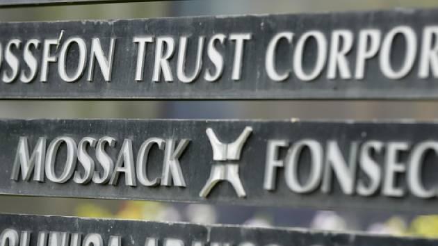 Právnická společnost Mossack Fonseca, jejíž uniklé materiály jsou základem kauzy Panamských dokumentů, pomáhala založit firmu vystupující jako navrhovatel v insolvenčním řízení proti fotbalové Slavii Praha.