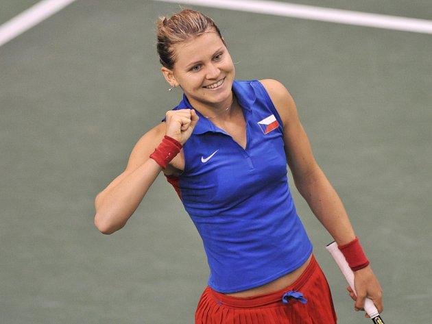 Lucie Šafářová se raduje z vítězství nad Španělkou Carlou Suárezovou-Navarrovou.
