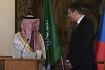 Ministr zahraničních věcí Tomáš Petříček (vpravo) a saúdskoarabský státní ministr pro zahraniční záležitosti Ádil Džubajr na tiskové konferenci uspořádané 10. ledna 2020 v Praze