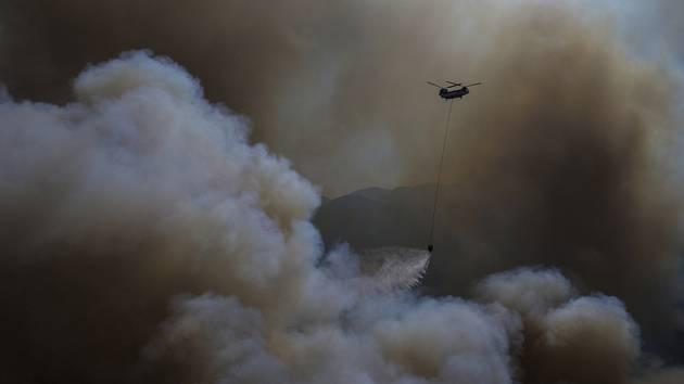 pomáhá s hašením lesního požáru v turecké provincii Mugla, 9. srpna 2021.      si turecká vláda pronajala od Moskvy. provincie Ömer Faruk Coşkun. Příčina nehody zatím není známá. Na místo bylo vysláno několik záchranářských skupin