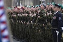 Slavnostní vojenská přísaha na Hradčanském náměstí v Praze.