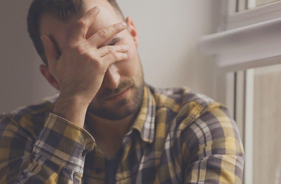 Pokud muž není doma spokojený, často uniká do nevěry.