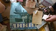 Uvnitř továrny lze nalézt i pracovní výkazy sovětské byrokracie.