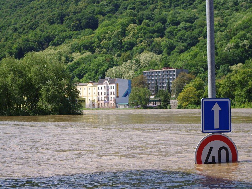 Povodně 2013 - Kvůli záplavám jsou uzavřeny některé úseky silnic.