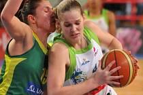Katarína Tetemondová (vlevo) je novou posilou basketbalistek Imosu Brno.