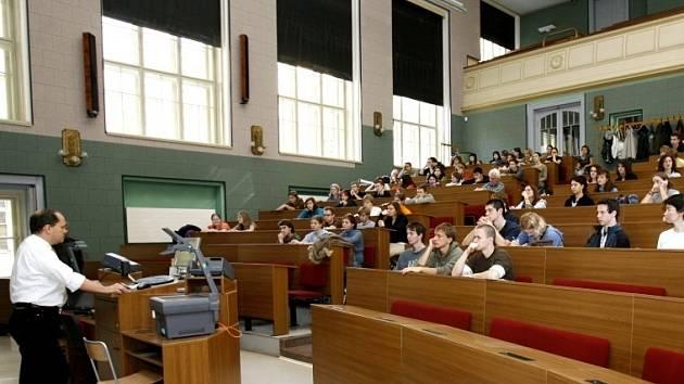 Navigatorka.cz. je systém, který má budoucím studentům veřejných vysokých škol poskytnout co možná největší množství dostupných informací o každém oboru, který lze v Česku studovat.