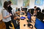 Studenti učí děti na ZŠ v Brně