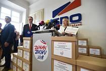 Manželka prezidenta Ivana Zemanová informovala 16. srpna v Praze o aktuálním stavu podpisů pod petici za opětovnou kandidaturu Miloše Zemana na prezidenta ČR.