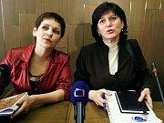 Poslaneci Vojtěch Filip (nahoře vlevo), Lubomír Zaorálek (vlevo) a premiér Mirek Topolánek na zasedání Poslanecké sněmovny