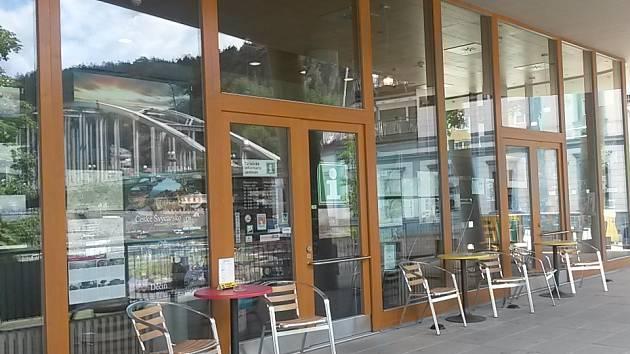 Do děčínského infocentra za informacemi, kulturou a čerstvou kávou!