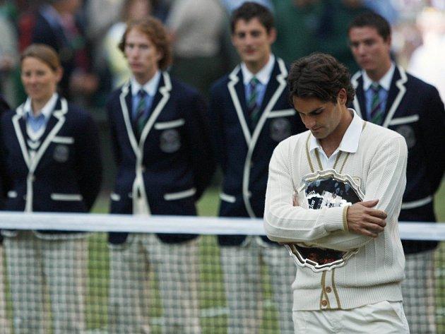 Na trofej pro poraženého finalistu není Federer zvyklý.