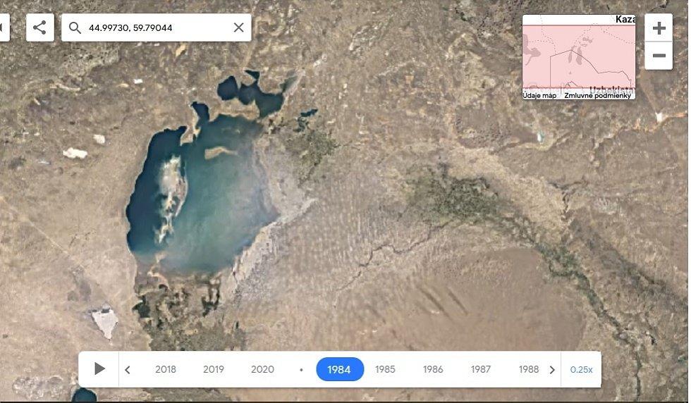Nová aplikace Google Earth Timelapse umožňuje vidět proměnu planety v posledních čtyřiceti letech. Na snímku postupné vysoušení jezera Aral, rok 1984.