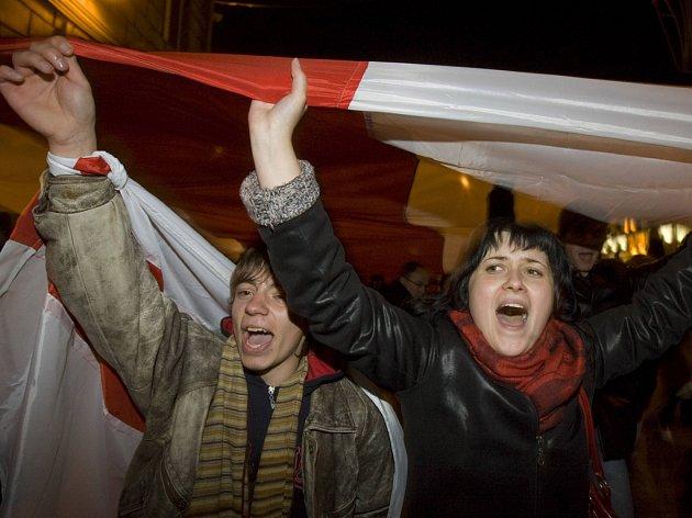 Příznivci opozice v minských ulicích.