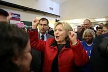 Hillary Clintonová vyhrála nominační souboj Demokratické strany v Iowě.