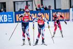 Závody SP v biatlonu, 11:30 štafeta 4x6 km ženy, 14. prosince 2019 v rakouském Hochfilzenu. Zleva Lucie Charvátová předává Markétě Davidové na třetím úseku