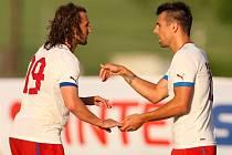 Čeští fotbalisté Petr Jiráček (vlevo) a Milan Baroš v přípravném utkání proti výběru Štýrska.