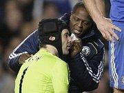 V sobotu 4. prosince 2010 v závěru druhé půle utkání Chelsea - Everton utrpěl Petr Čech lehčí zranění. Reprezentační gólman byl sice zprvu otřesen, ale po zákroku lékařů, kteří mu ošetřili roztržené obočí, mohl v brance zůstat.
