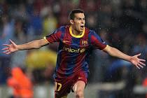 Pedro z Barcelony slaví gól proti Realu Madrid.