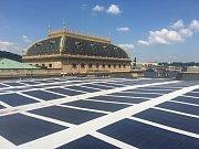 Fotovoltaická elektrárna na střeše Národního divadla v Praze