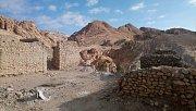 Ruiny staré vesnice u oázy Chebika, kterou před padesáti lety zničily dvacet dnů trvající lijáky. Obyvatelé si museli postavit jinou vesnici o kus dál..