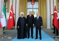 Íránský prezident Hasan Rúhání, turecký prezident Recep Tayyip Erdogan a ruský prezident Vladimir Putin na summitu v Ankaře