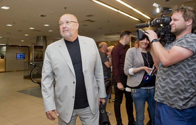 Prezident fotbalového klubu FK Příbram Jaroslav Starka přichází na valnou hromadu Fotbalové asociace ČR (FAČR)