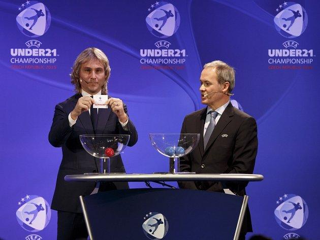 Pavel Nedvěd (vlevo) vylosoval českým fotbalistům do jednadvaceti let za jednoho ze soupeřů na mistrovství Evropy i Německo.