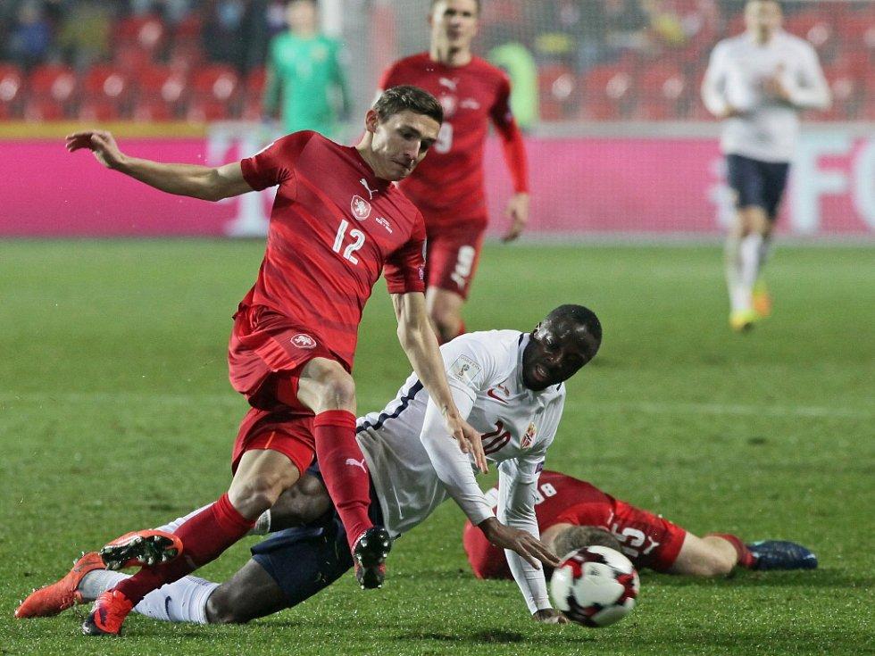 David Pavelka (vlevo) proti Norsku.