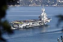 Z vojenské námořní základny v Toulonu na jihu Francie dnes vyplula francouzská letadlová loď Charles de Gaulle.