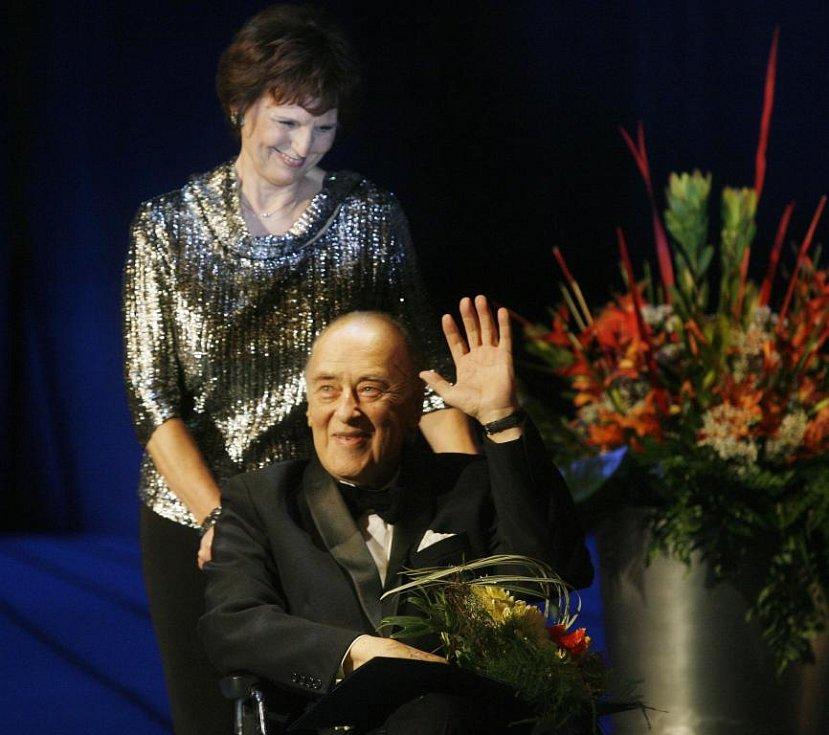 Pěvec Václav Zítek obdržel cenu Thálie 2007 za celoživotní operní mistrovství.