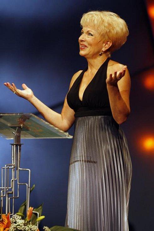 Pěvkyně Pavla Břínková obdržela cenu Thálie 2007 v kategorii muzikál, opereta a jiný hudebnědramaturgický žánr za roli Anhilte v Čardášové princezně uváděné v Hudebním divadle v Karlíně.