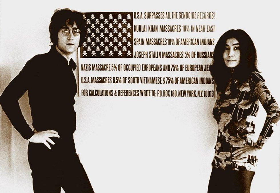 Lennonovi vs. USA. Lennon tvrdil, že USA překonaly všechny rekordy v genocidě. Americké vládě se takové názory nelíbily