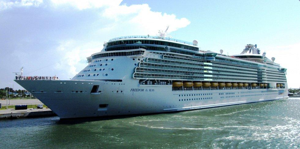 8. Freedom of the Seas - délka 339 metrů, hrubá tonáž 154 407 GT