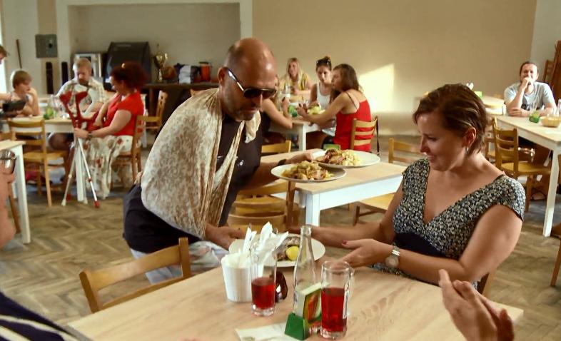 """Restauraci se jménem """"Na hřišti"""" vytvořil Skokan v přestavěných kabinách."""