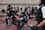 Střet demonstrantů v Hongkongu