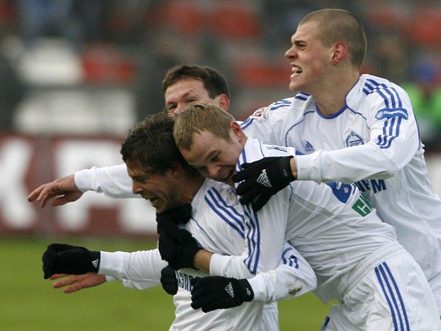 Český záložník Radek Šírl se raduje z branky, která Petrohradu nakonec přinesla titul mistra ruské ligy.
